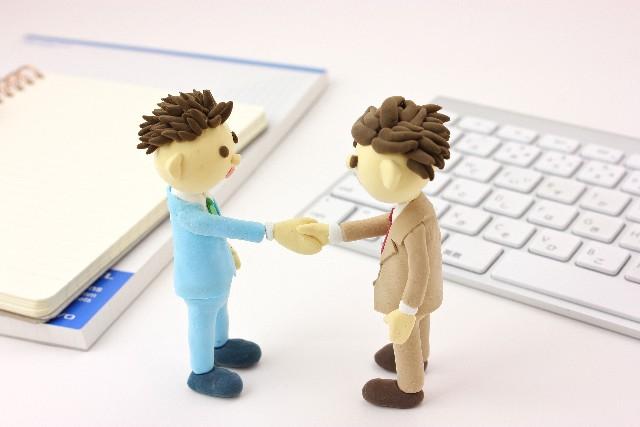握手ビジネスマン